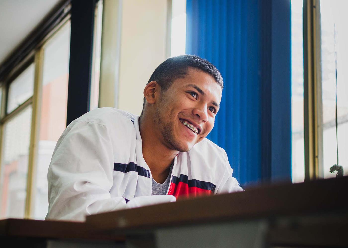 Jóvenes de Bogotá y Medellín con mejores oportunidades de formación y empleo